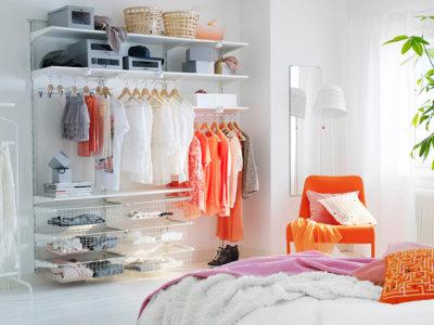 17 ideas decorativas a buen precio para guardar la ropa si no tienes armarios