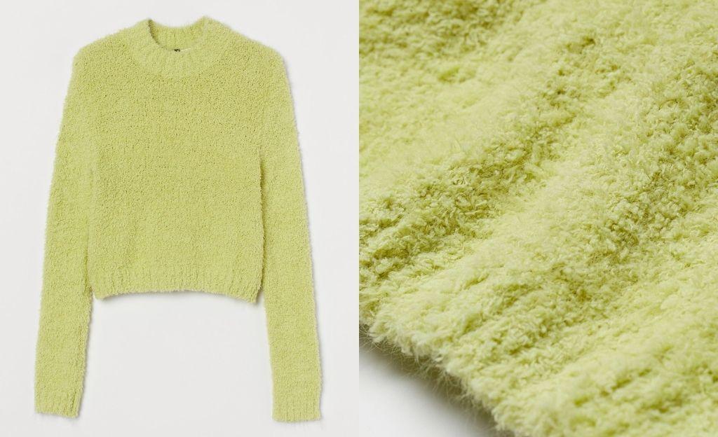 Jersey corto en hilo suave de bouclé con escote alto. Remate ancho de canalé en cuello, puños y bajo.