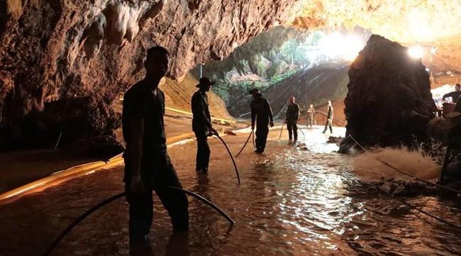 """Comienza la batalla por llevar al cine el rescate en la cueva tailandesa: """"¡No vamos a dejar que Hollywood haga whitewashing!"""""""