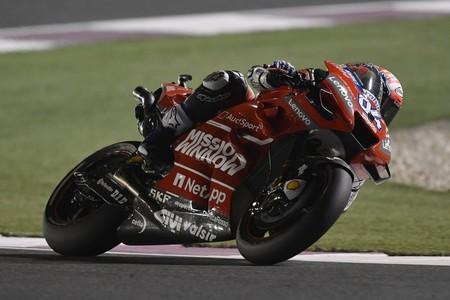 Andrea Dovizioso vuelve a doblegar a Marc Márquez en el infartante déjà vu del GP de Catar