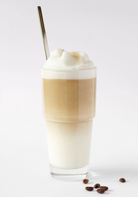 800px Latte Macchiato With Coffee Beans