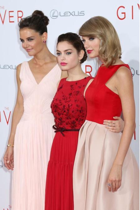 Duelo romántico en la alfombra roja: ¿Taylor Swift o Katie Holmes?