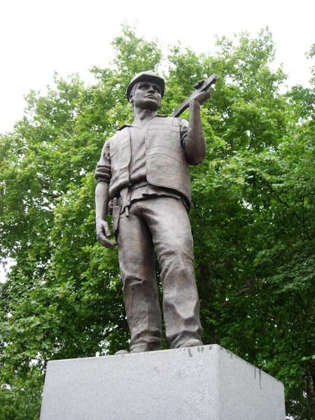 """El monumento al """"paleta"""", una estatua poco conocida de Londres"""