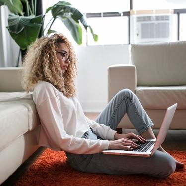 Teletrabajo y sedentarismo: así puedes mantenerte activo si trabajas en casa