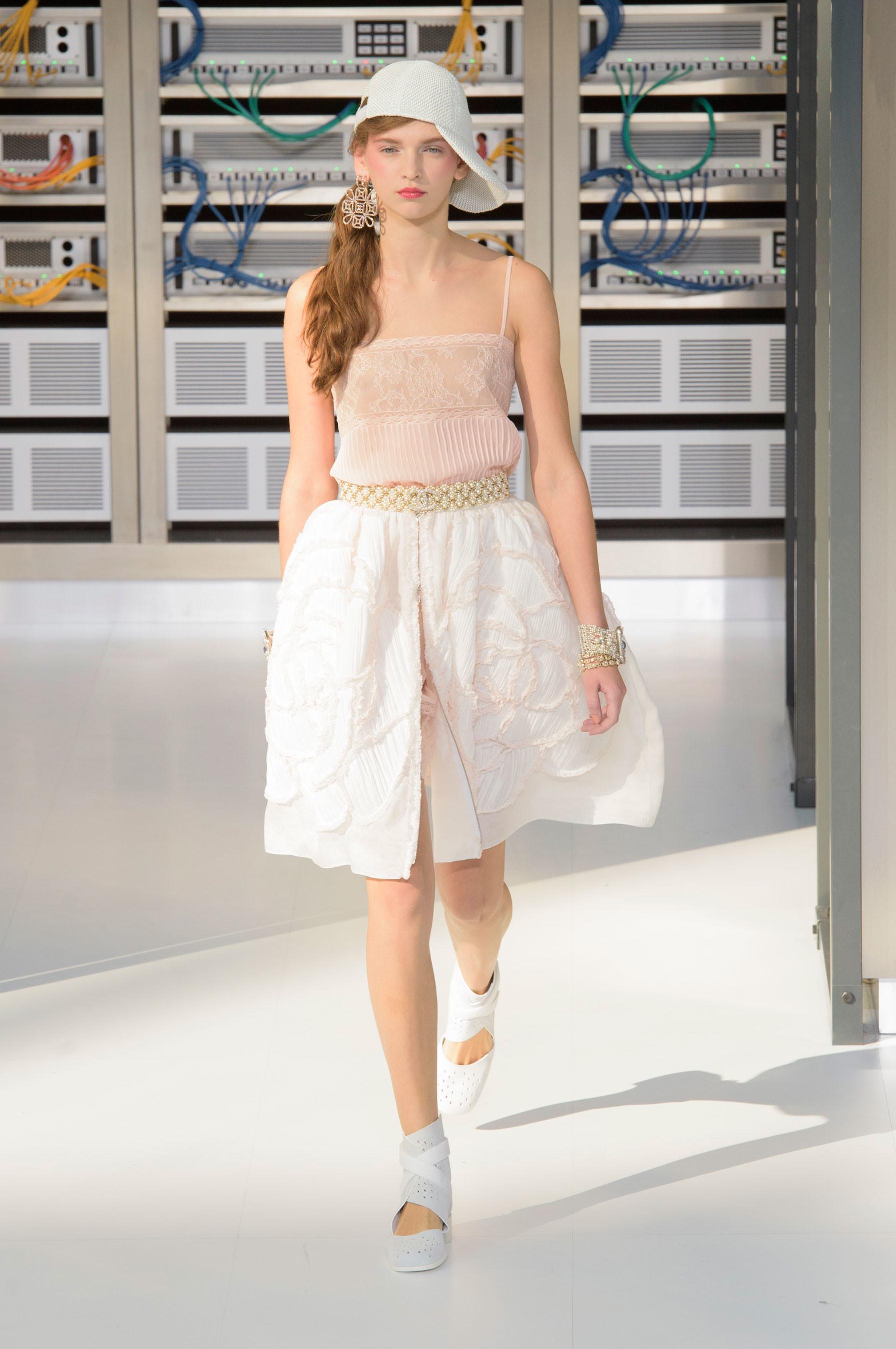 Foto de El regreso al futuro de Chanel en su colección Primavera-Verano 2017 (88/96)