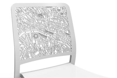 Charlotte, la silla más romántica, tiene París grabado en su respaldo