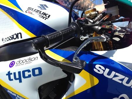 El paramanos Acerbis X-Road se estrena en competición con el Crescent Suzuki World Superbike