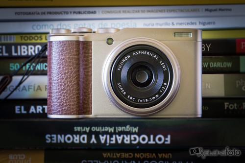 """Fujifilm XF10, análisis: Discreta y sencilla pero capaz de convertirse en una """"buena amiga"""" de los fotógrafos callejeros"""