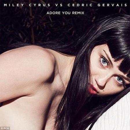 """Miley Cyrus pasa mucho frío en la portada de """"Adore You"""". ¡La piel de gallina que tiene!"""