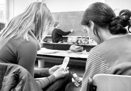 Los adolescentes sienten adicción por los móviles