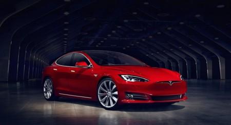 La versión de 70 kWh del Tesla Model S pasará a ser de 75 kWh, con su correspondiente mejora de autonomía