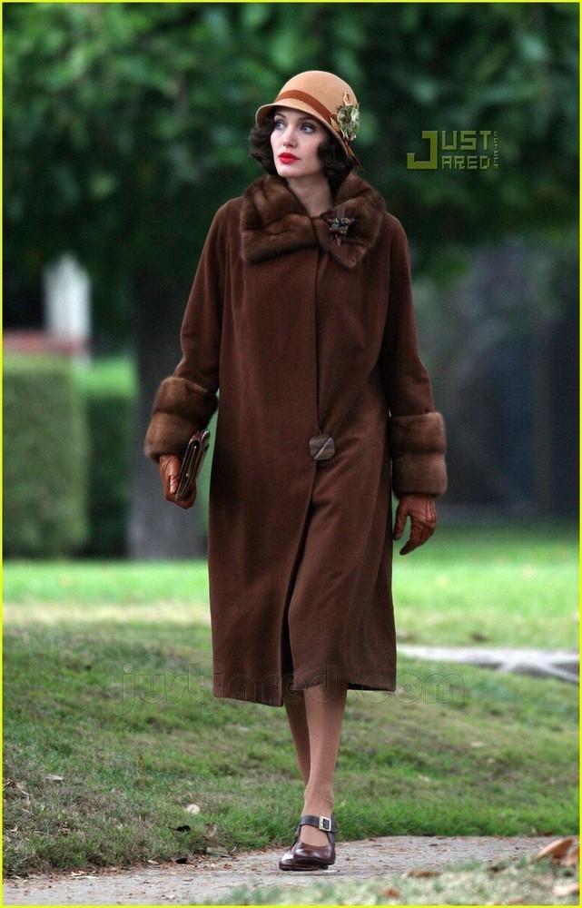 Foto de Angelina Jolie en el set de 'The Changeling' de Clint Eastwood (9/14)