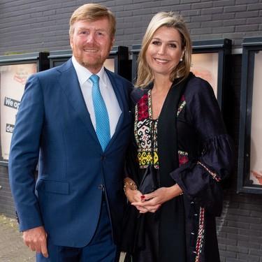Máxima de Holanda nos vuelve a dar una lección de estido apostando por el perfecto vestido para lucir una noche de verano