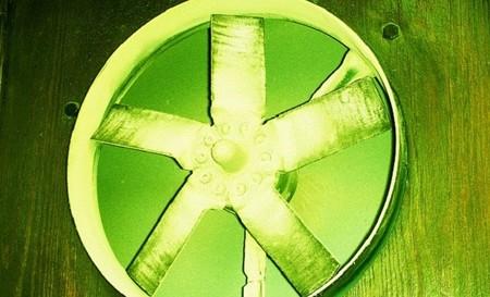 El ventilador gasta un 90% menos de electricidad que el aire acondicionado