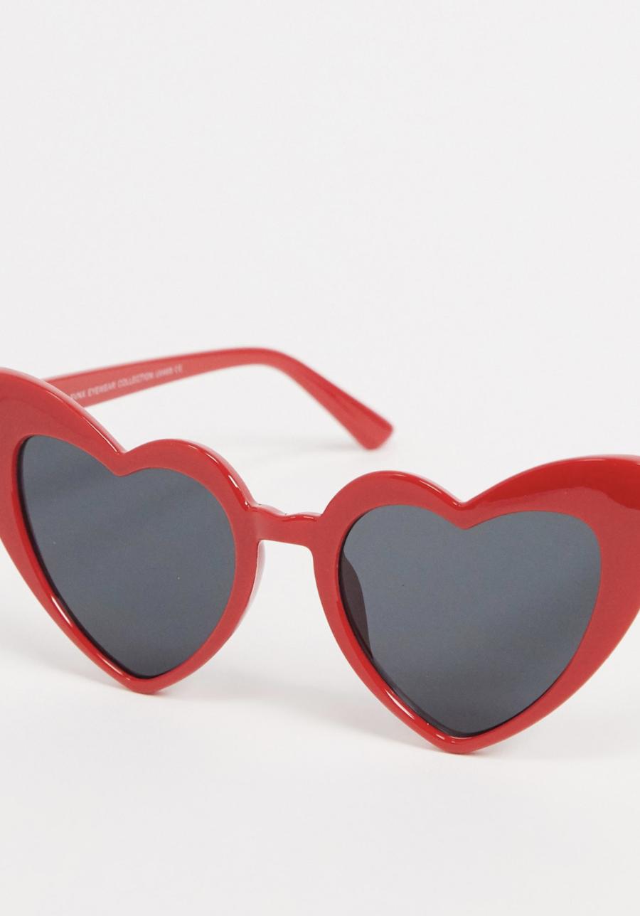 Gafas de sol con diseño de corazón en rojo de SVNX