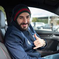 Karim Benzema estrena la Navidad presumiendo de Bugatti Chiron en Instagram