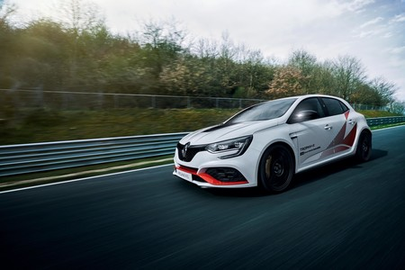 New Megane R S Trophy R Fastest Ever Front Wheel Drive Production Car At The Nurburgring Embargo 14h00 210519 4