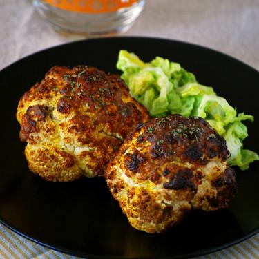 Coliflor asada entera al curry: receta ligera sorprendente para redescubrir esta verdura