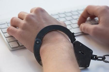 Atención a las bajas laborales por la suma de horas frente al ordenador