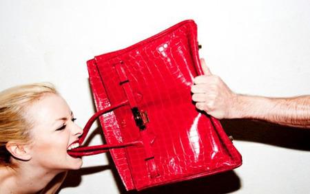 El Birkin de Hermès en llamas por amor al arte