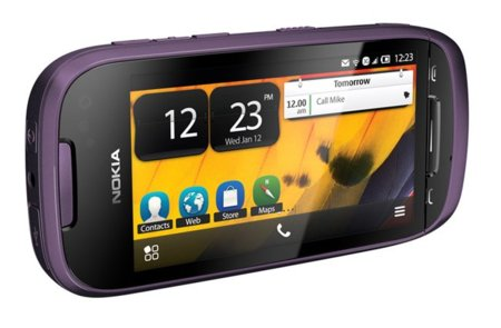 Nokia 701, un smartphone brillante
