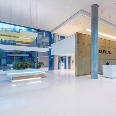Espacios para trabajar: elegancia parisina en la sede central de L'Oréal en Alemania