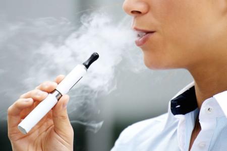 El cigarrillo electrónico es un 95% menos dañino que el de tabaco, según la agencia de salud inglesa
