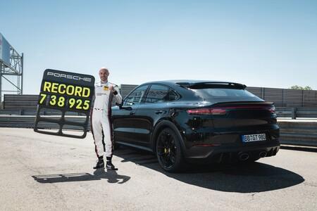 Porsche Cayenne 2022 Nurburgring 001