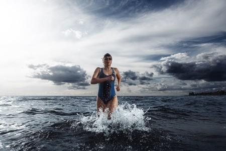 Mujer Entrando Aguas Abiertas