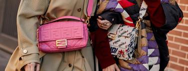 Así es cómo se llevan los bolsos esta temporada según las invitadas de la Semana de la Moda masculina de Milán