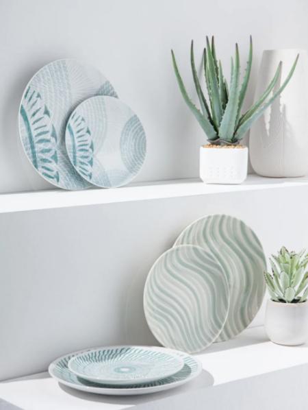 Plato Plano De Porcelana Blanca Con Motivos Azules Notia