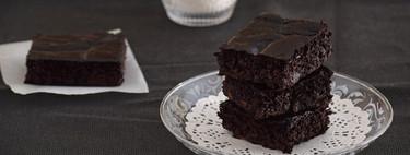 Brownie fitness de plátano sin azúcar y sin harina: receta saludable para un capricho de chocolate