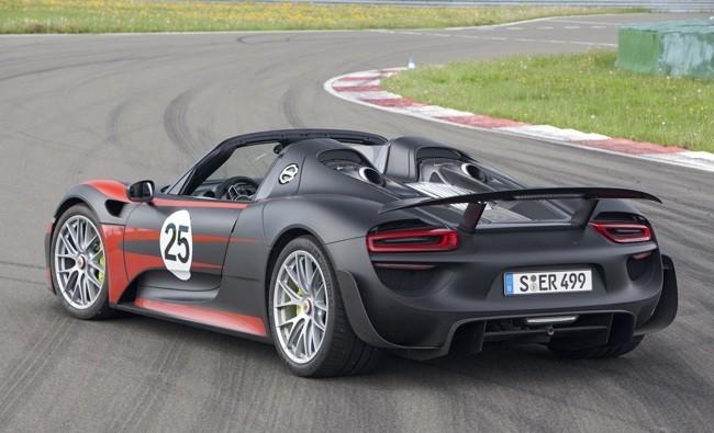 Porsche 918 Spyder negro y naranja 015