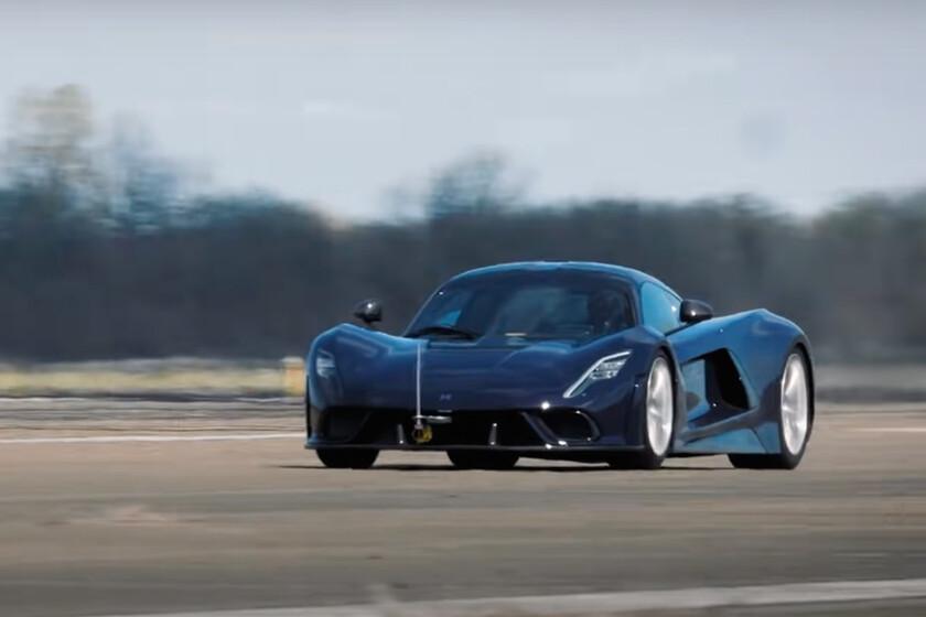 A por el récord: el Hennessey Venom F5 vuela en este vídeo y supera los 320 km/h con la mitad de su potencia anunciada