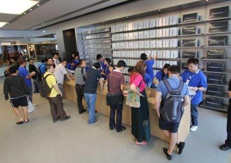 Las mesas de venta exprés en las Apple Store podrían ser permanentes en un futuro