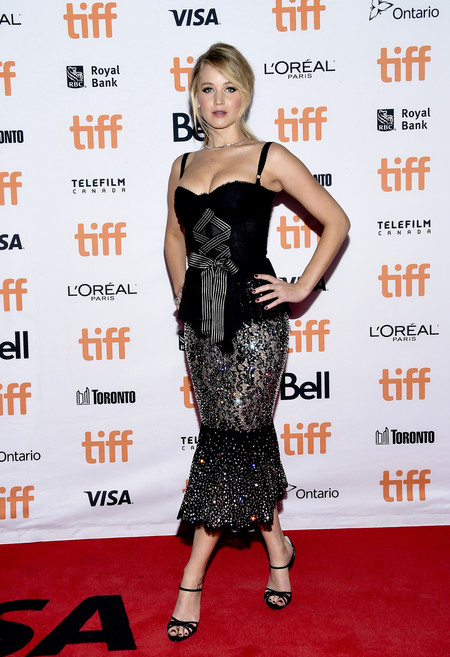tiff toronto international look celebrity alfombra roja red carpet jennifer lawrence