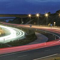 ¿Pagarías 80 euros al año para usar las autopistas de España? El Gobierno ya está planeando cuánto costará la viñeta