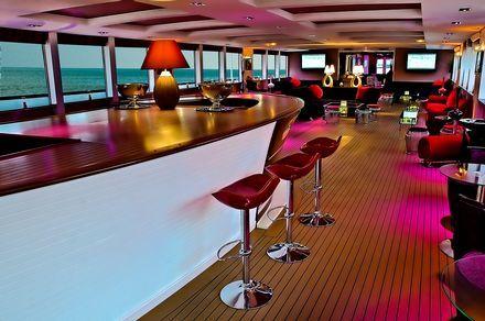 el bar en el Clipper Paris
