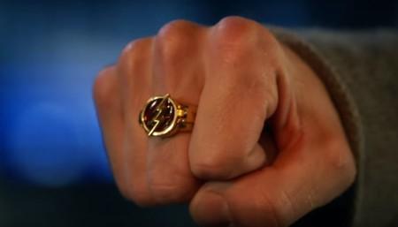 El tráiler de la temporada 5 de 'The Flash' introduce en la serie su mítico anillo y muestra al nuevo villano