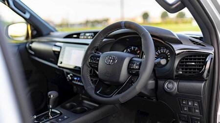 Toyota Hilux Mako 11