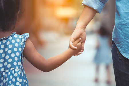 Italia permitirá que los niños puedan salir una hora a la calle acompañados de un adulto