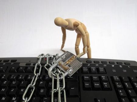 Quiero hackear el Facebok de mi amante y he buscado cómo en la Dark Web