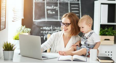Hacienda ya está haciendo la devolución del IRPF de las prestaciones de maternidad y paternidad