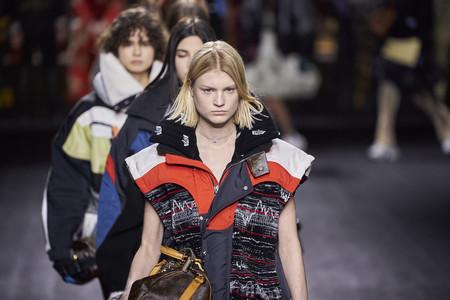Louis Vuitton apuesta por las mezclas exageradas y los looks barrocos en la colección Otoño-Invierno 2020-2021