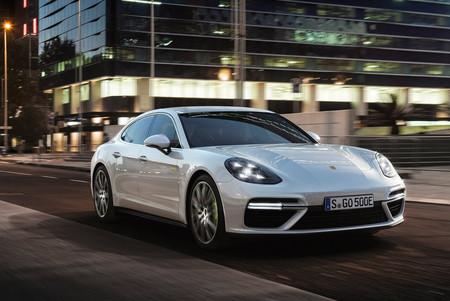 Sí, Porsche se está planteando hacer del 911 un híbrido enchufable que veremos... en una década