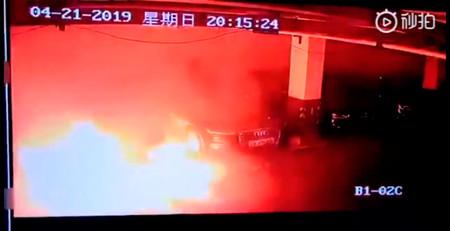 Un Tesla Model S estalla en llamas en un párking de Shanghai y Tesla investiga las causas a contrarreloj
