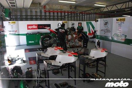Superbikes Portugal 2011: visitamos el box y el hospitality del Aprilia Alitalia Racing