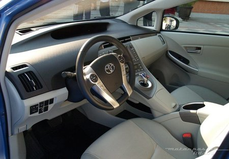 Toyota-Prius-Plug-in-MAD-04