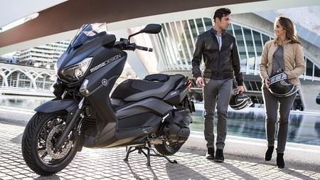 yamaha x max 400 momodesign decoraci n exclusiva para el scooter deportivo. Black Bedroom Furniture Sets. Home Design Ideas