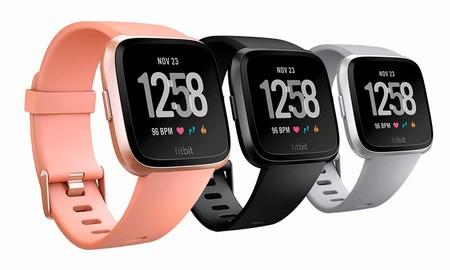 Amazon te deja el reloj deportivo Fitbit Versa por unos 50 euros menos y con 3 colores para elegir